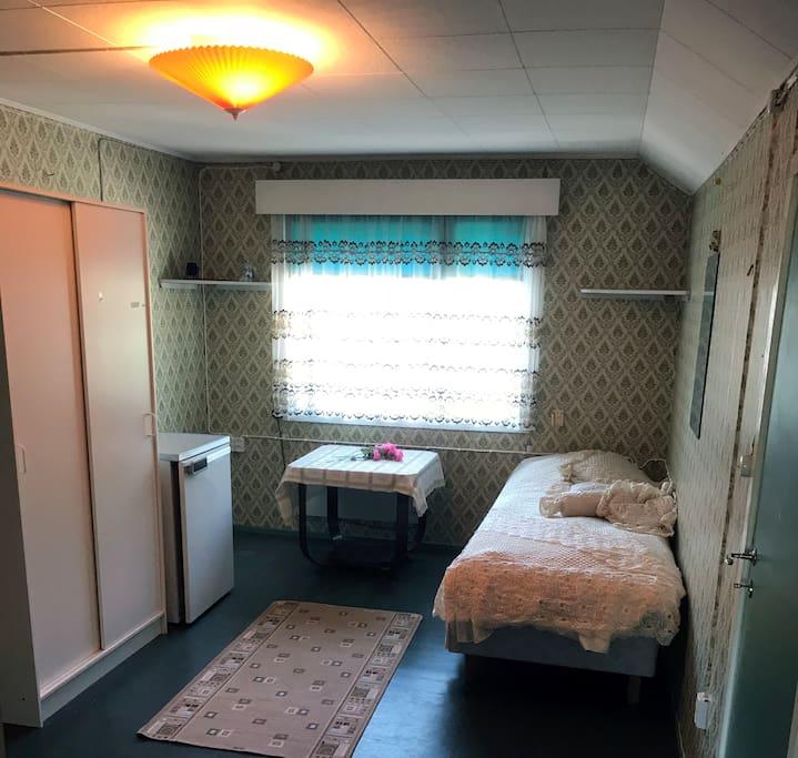 Yläkerran 1H makuuhuone (tämä varaus)
