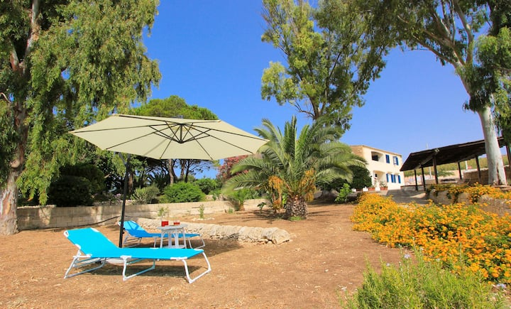 Elisa1 con splendido giardino vista mare