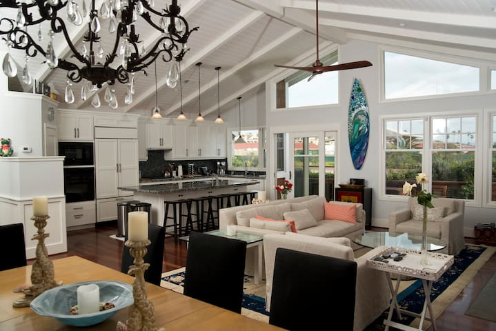 Beach Colony Beauty, where Surf meets Turf - Del Mar - House