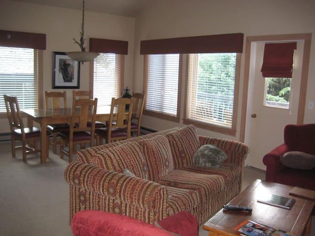 Comfy Condo Short Walk to Chairlift - Teton Village - Lägenhet