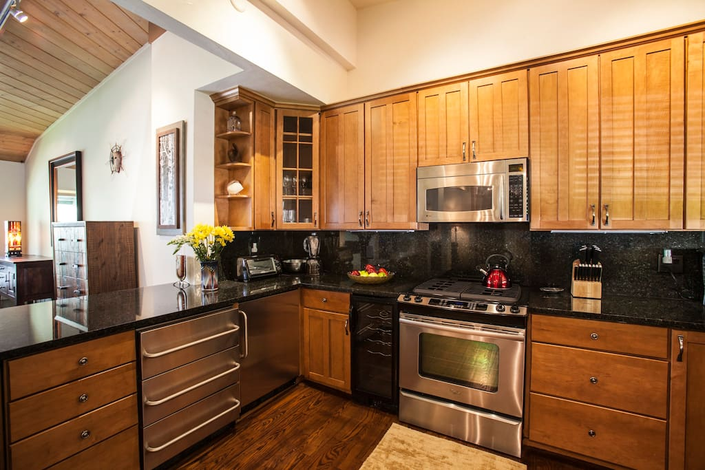Newly remodeled kitchen. Granite counters.