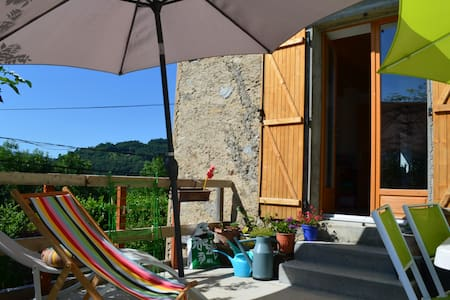 Petite chambre agréable - La Chapelle-du-Bard - House