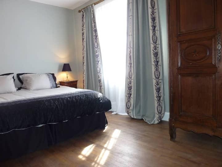 """Suite """"Françoise Sagan""""-2 bed, 1 bathrm for > 5"""