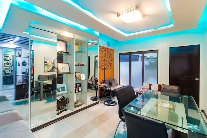 2 BR Condo Unit at the Heart of the Metro (Flair)