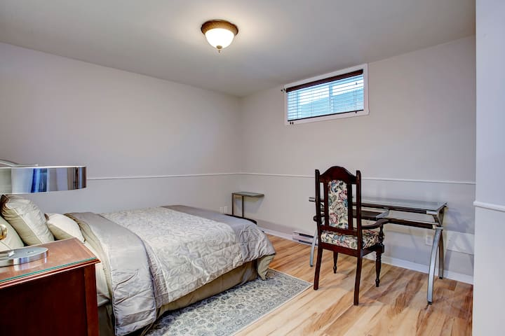 Good Size bedroom with desk