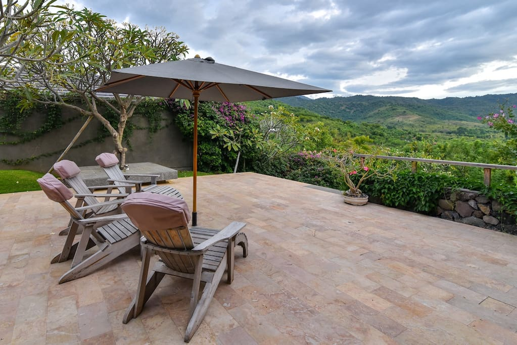 Terrace with spectacular views over the Barat National Park