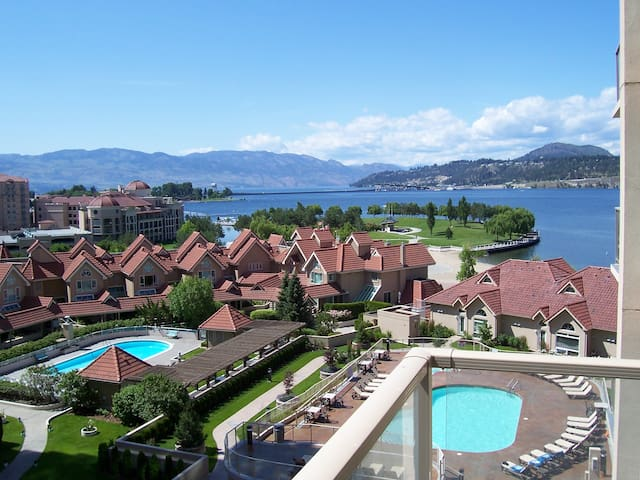 #1103 Downtown Sunset Waterfront Resort 11th Floor One Bed + Den