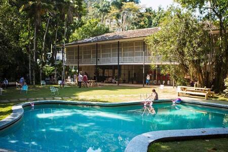 Quarto na mansão mais cool de São Conrado