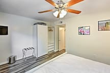 Chic Tempe Condo 1 Mile from ASU Campus!