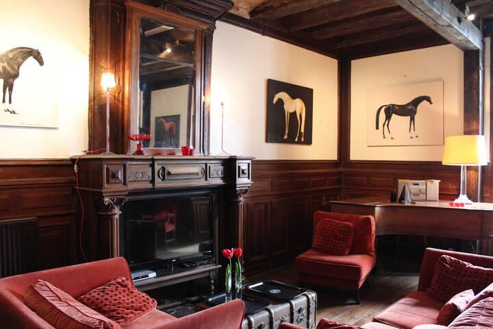 Excellent 7 bedroom Villa in Sers (Q0474)