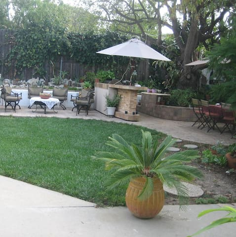 Home access, furnished room and private bathroom. - Thousand Oaks