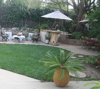 Home access, furnished room and private bathroom. - Thousand Oaks - Hus