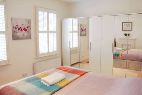 Sunny Master Bedroom near Central Oxford