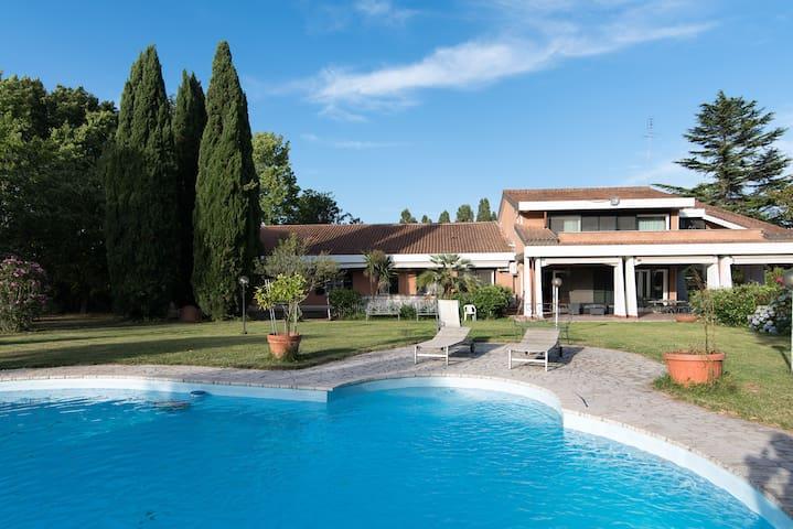 Luxury Villa at Olgiata Swimm P. 18 Sleeps 1000m2 - ローマ - 別荘