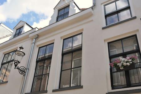 Ruime, frisse woning midden in het centrum - Deventer