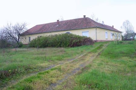 Farm house in the middle of gardens - Császártöltés - Erdhaus