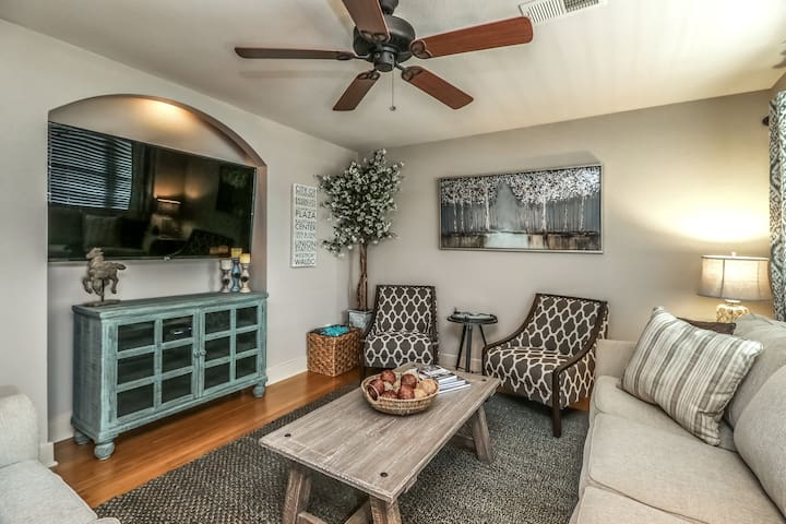 Gorgeous 2 BD Plaza-Perfect Plaza Weekend!