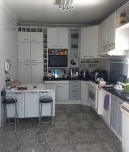 Quarto em casa de família em Guarulhos, São Paulo. - Daire