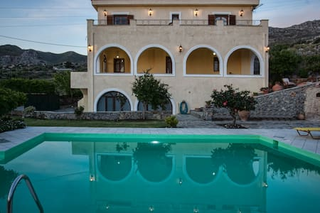 A villa close to a farm, mountains and beaches! - Drimiskos