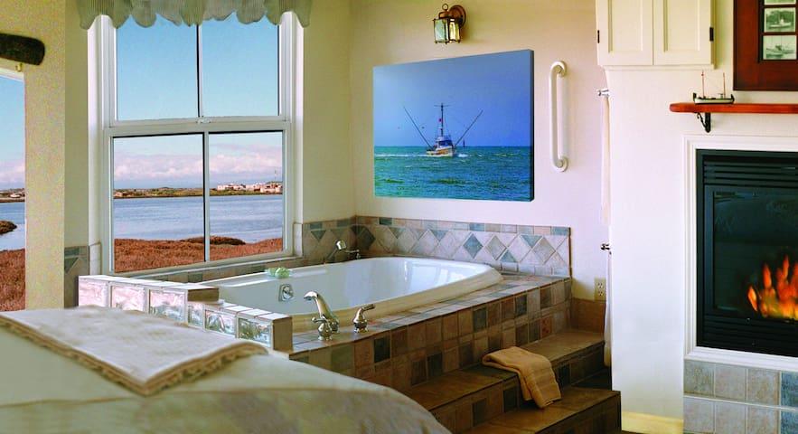 High Seas - Waterfront Soaking Tub