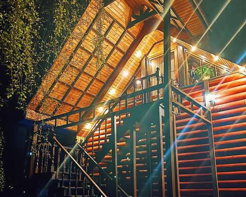 Дом с баней и бассейном для комфортного проживания