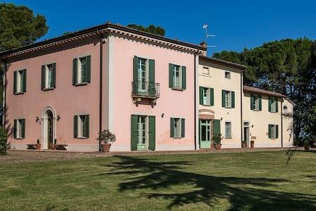 Villa Calanco  charming apart. Anna - Dozza - Квартира