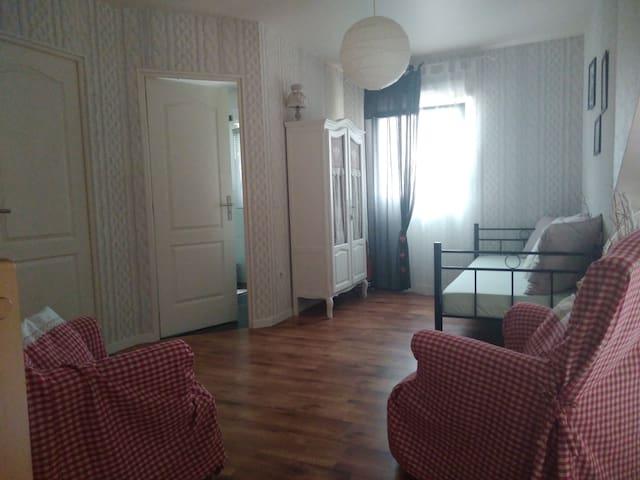 espace privé avec chambre et mezzanine