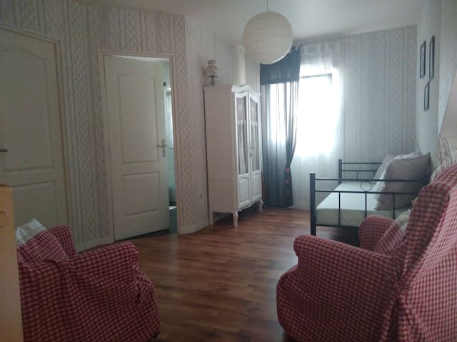 espace privé chambre&mezzanine Sortie autorouteA31