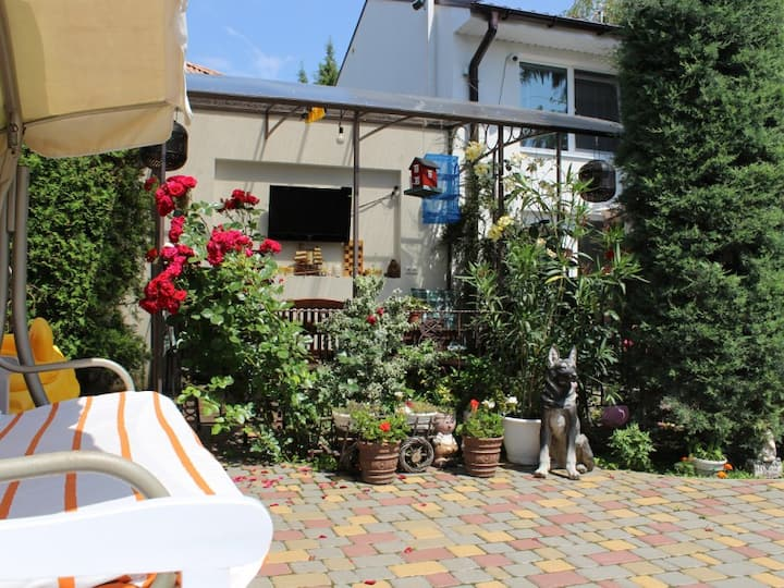 """two bedroom apartment (ground floor). Guest House """"Butterfly Wing"""""""