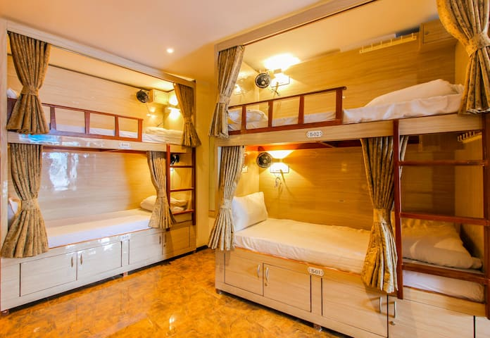 Luxury Stay in Mumbai ( Only for Male)