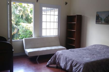 Great room in a beautiful house and great people! - 聖何塞(San José)