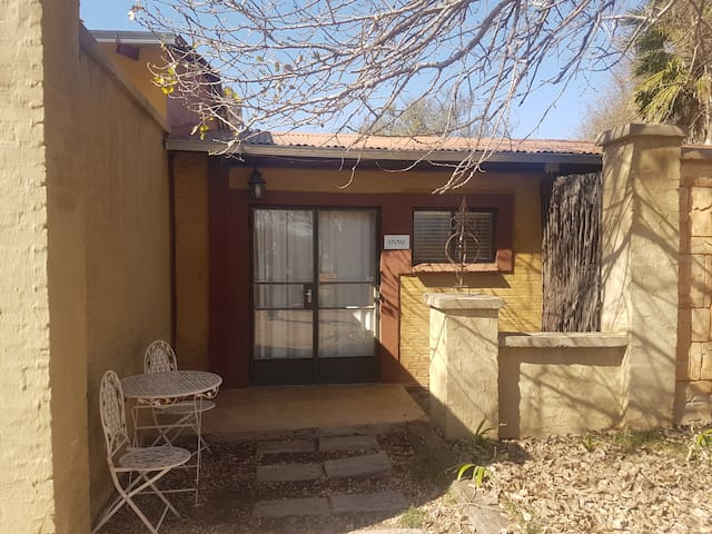 Parys accommodation for singles or couples