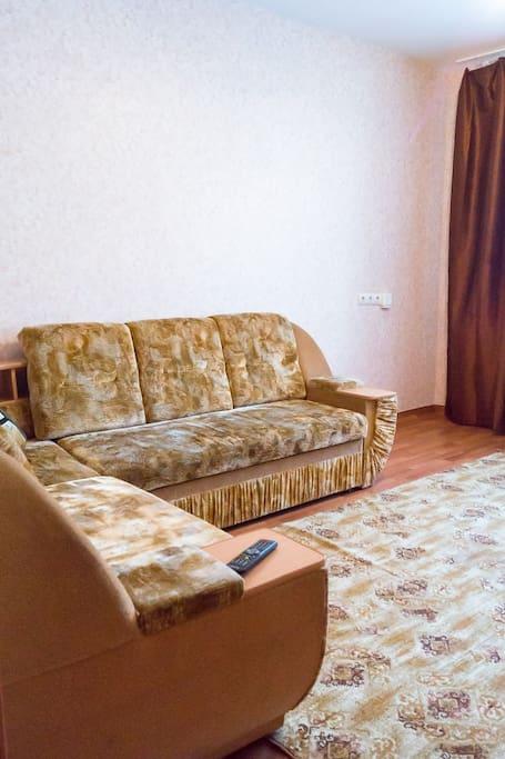 гостиная очень просторная что позволяет провести время целой компанией.