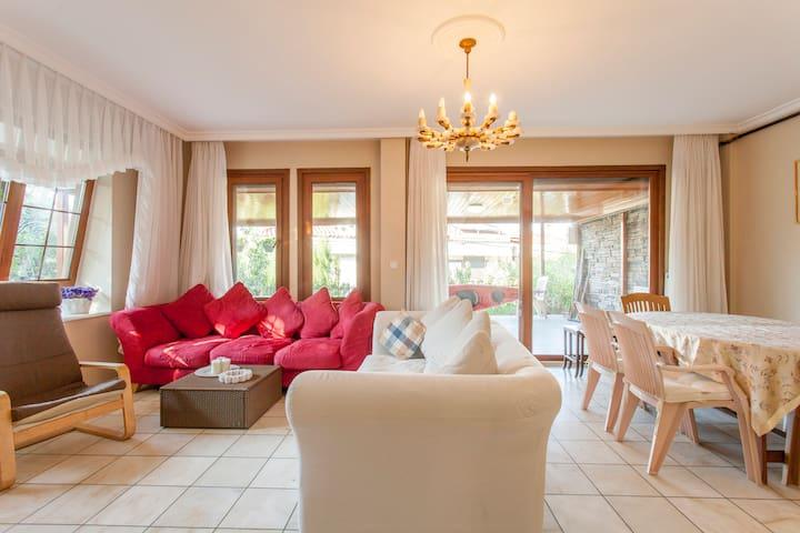 Green Oasis Villa Of sabiha Gokcen - Istanbul - Hus