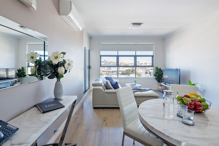 LUX Two Bedroom Apartment - in Sydney CBD