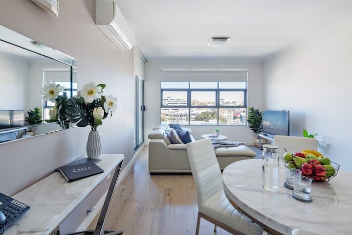 LUX Two Bedroom Apartment - in Sydney CBD