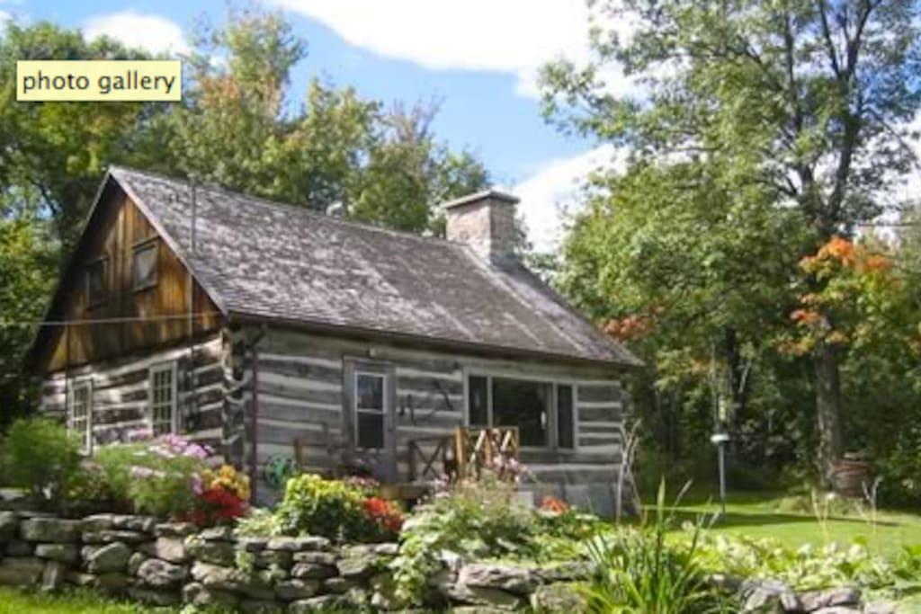 Log Cabin On Peak Of Quebec Adirondacks 150 Acres