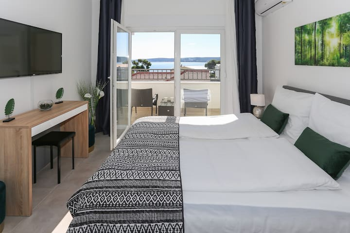 Studio Beach Apartment Green Velvet