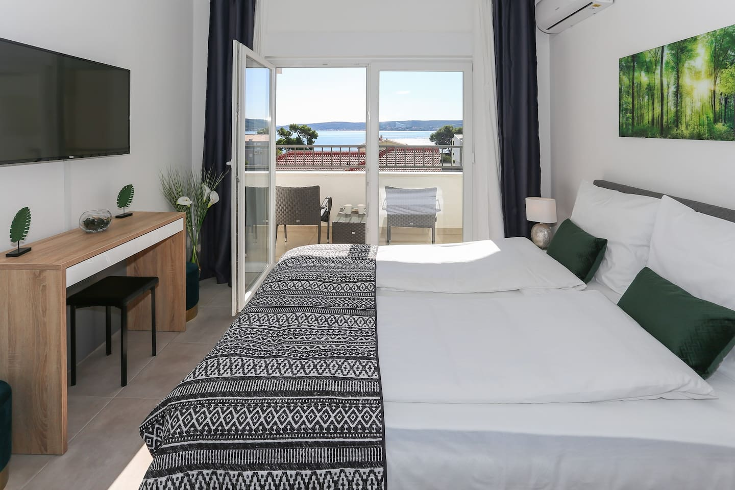 Bed , balcony and sea view