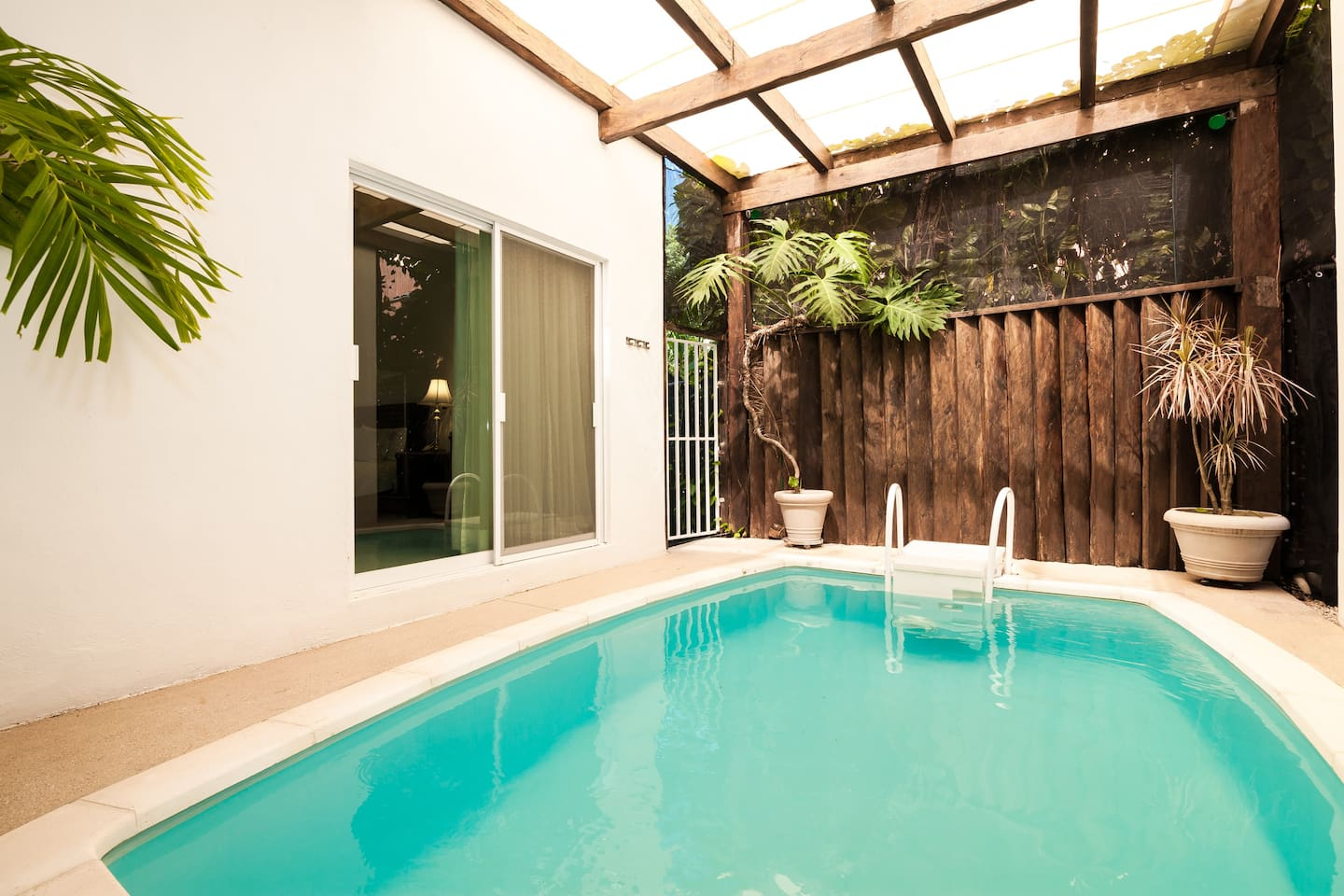 Private pool house up to 5 people