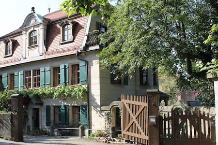 "Holiday apartment ""Villa am Fluss""  - Lauf an der Pegnitz - Leilighet"