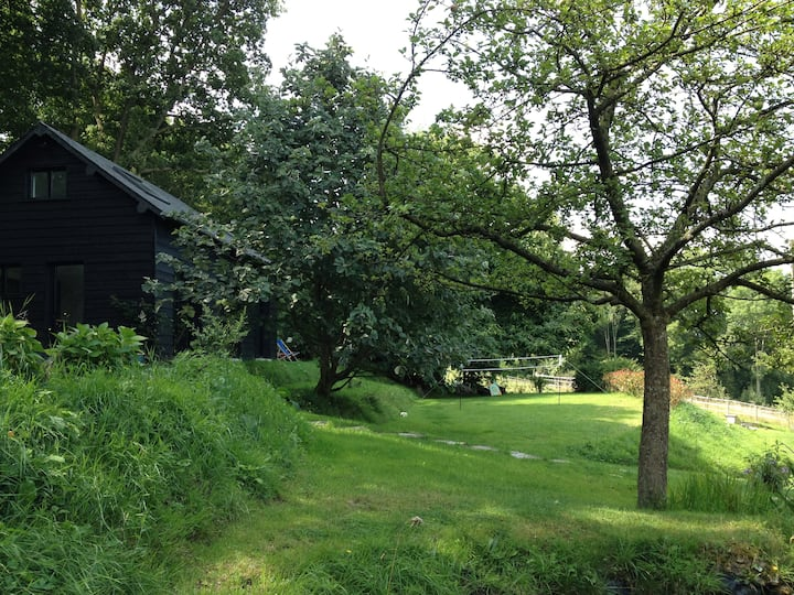 The Garden Hut, charming cottage