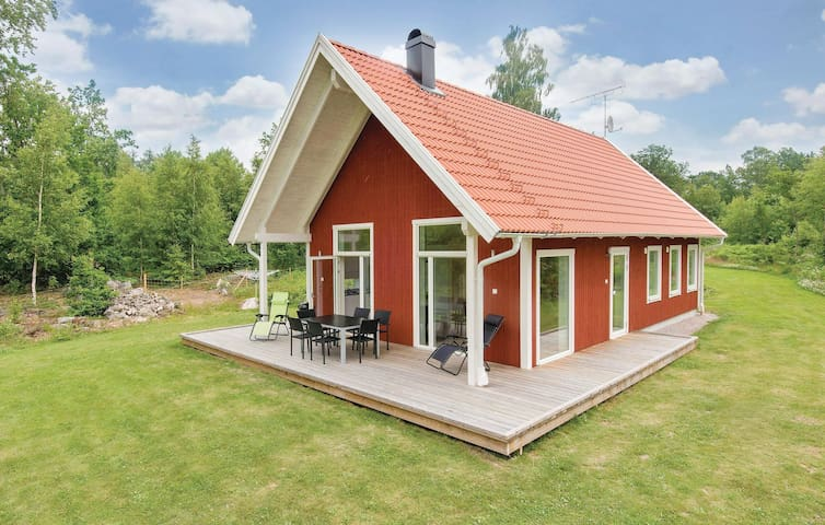 Holiday cottage with 3 bedrooms on 100m² in Holmsjö