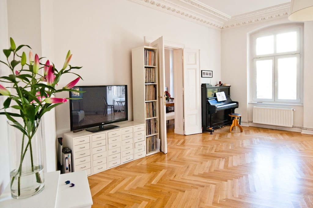 Room in historic apartment in Mitte
