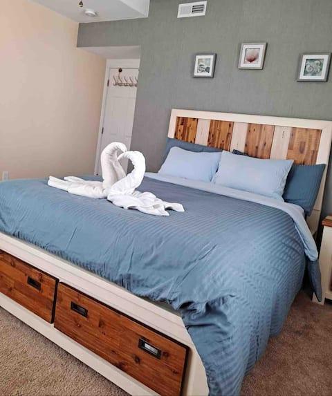Cozy Queen Bedroom close to  Boston
