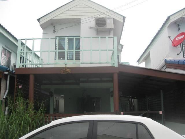 บ้านพักสำหรับครอบครัว ใกล้ตลาด  - Nam Om - Haus