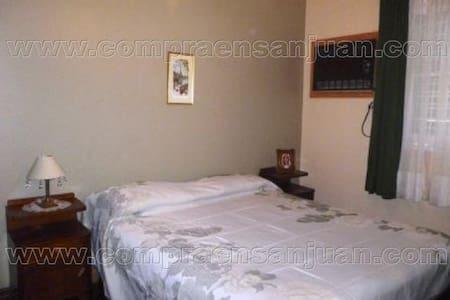 SEMIPISO CÉNTRICO 2 HABITACIONES 4 PLAZAS - San Juan - Wohnung