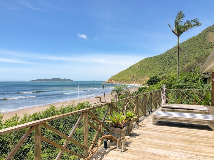 AMAZING house with views and direct access to the beach