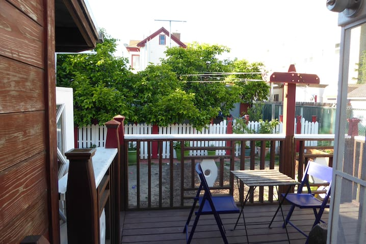 Private 2 br/1ba apartment with kitchen and deck