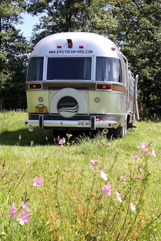 Lovely Airstream Motorhome Sleeps 6 - Black Torrington - Trailer